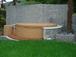 Palisaden als Sichtschutz hinter Ihrem Gartenpool.