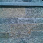 Mauersteine aus Luserna Gneis