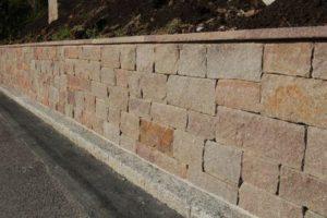 Mauersteine in der Schweiz kaufen. Rötlicher Porpyr Mauerstein.