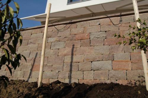 Mauer aus Porphyr Alto Adige