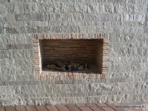 Mauersteine aus Valserquarzit, Vorne gespalten, Lagen und Stösse gefräst