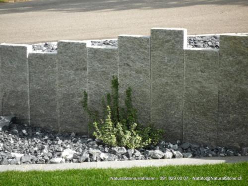 Iten-Steiner Stelen hell klein P1050748 stelen