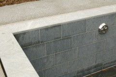 Schwimmbad-Abdeckplatten-und-Bodenplatten-Maggiagneis