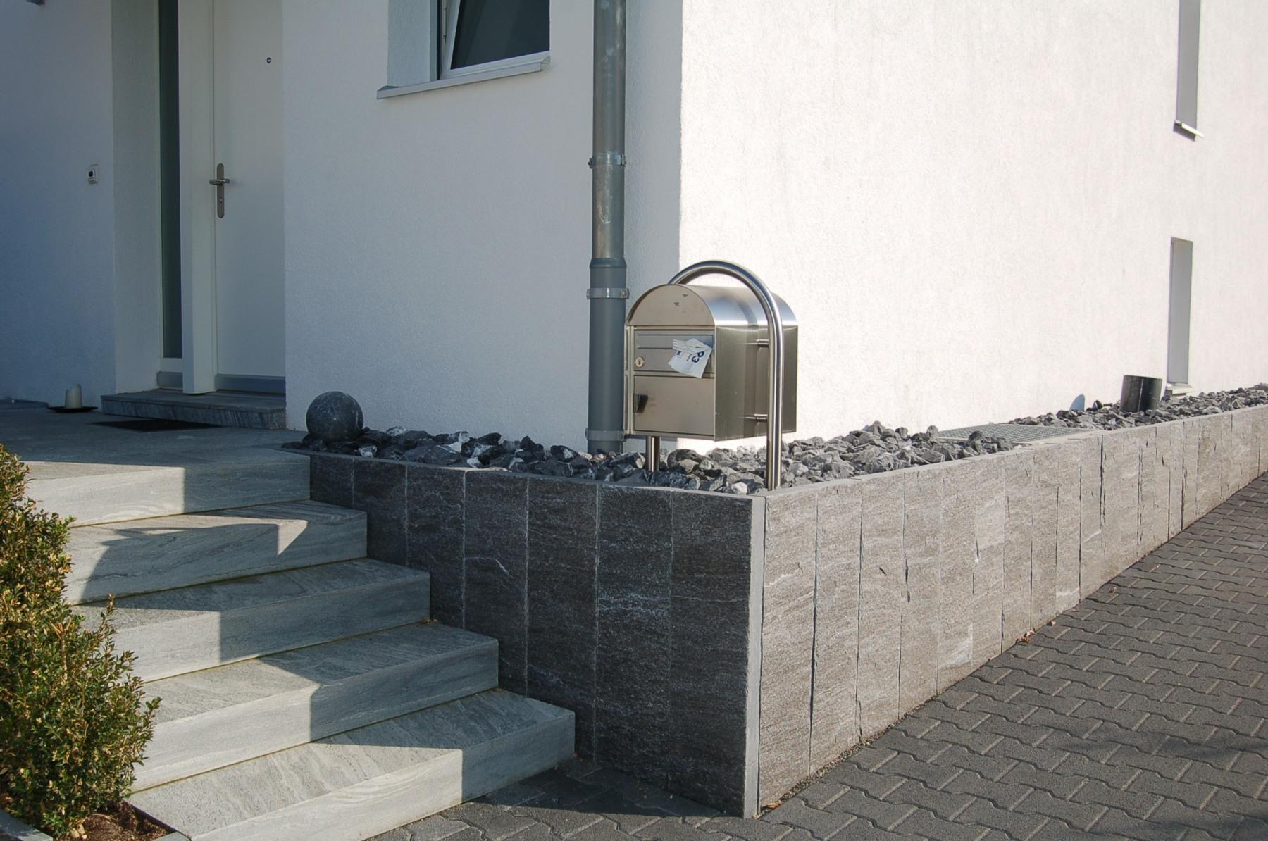 Palisaden-Stützmauer