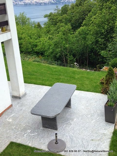 Granittisch-Classico-gerade-Stuetzen-einbetoniert