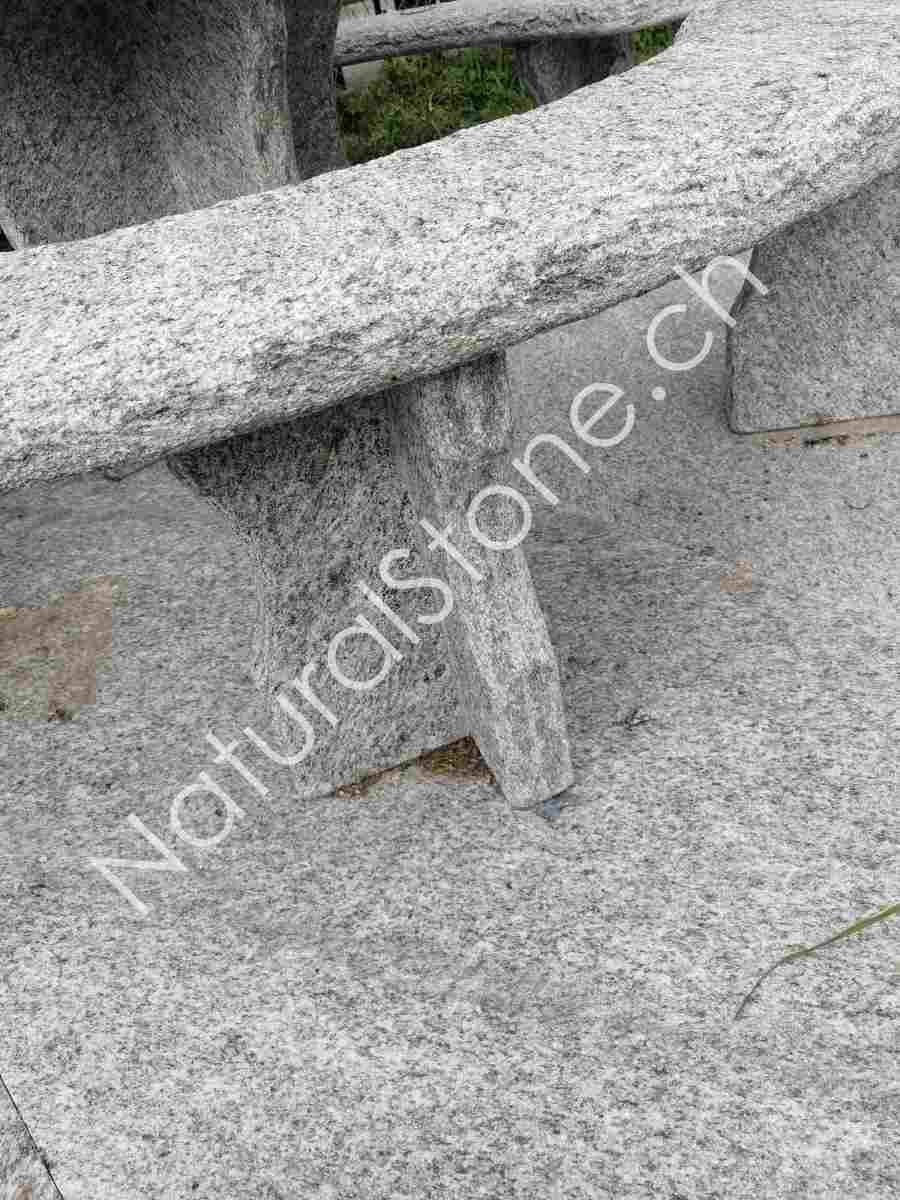 Granittisch-Gottardo-rund-Fuss-Halbkreuzfuss-links