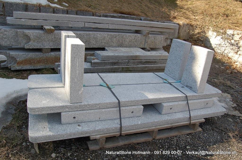 Tisch Moderno versandbereit - Sichtbar sind die Löcher für die einfachere Montage mit Metalldübel am Bau