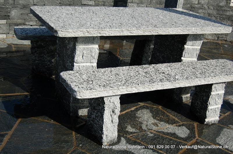 """Tischgarnitur """"Rustico"""" aus Maggiagneis Macolato, Oberfläche geflammt Tisch- und Bankplatten Kanten handgespitzt, Tischfüsse roh gebrochen"""