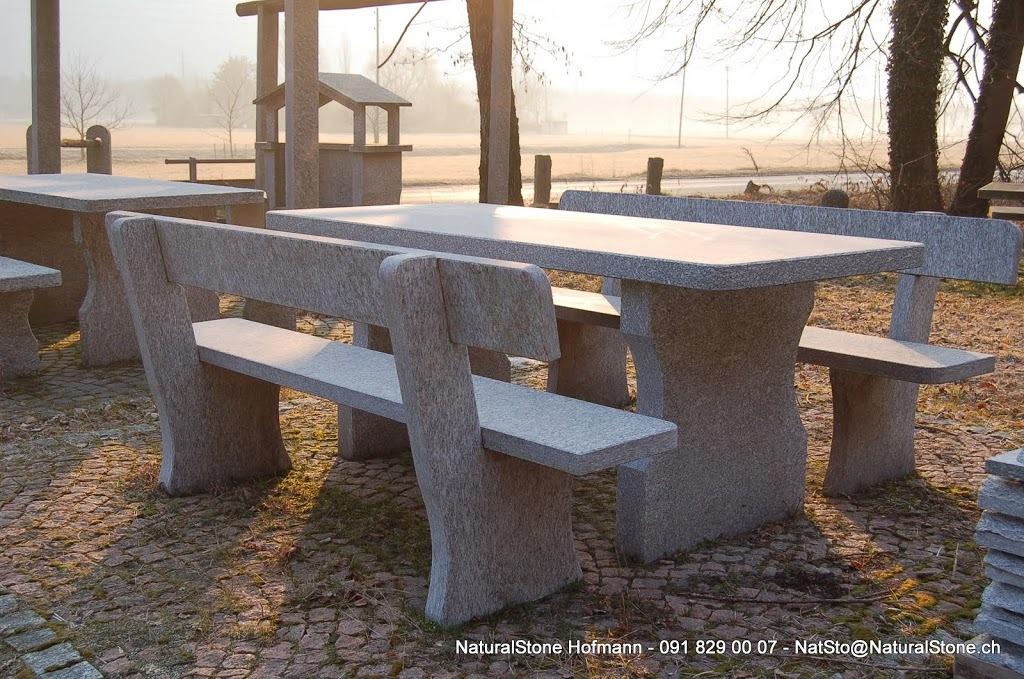 """Tisch """"Ticinese mit Lehne"""" aus Tessinergneis hell, Bearbeitung gefräst,  freistehend"""