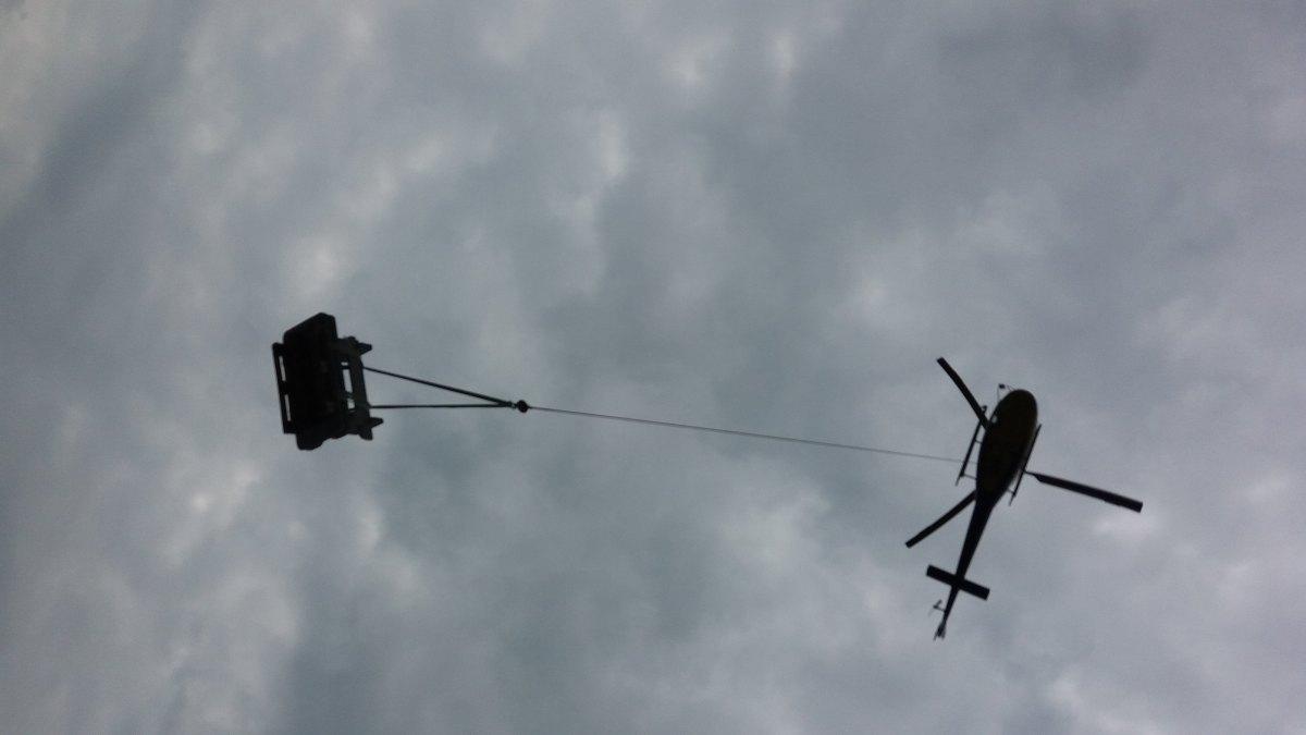 Mit-Hubschrauber-auf-Alp-fliegen