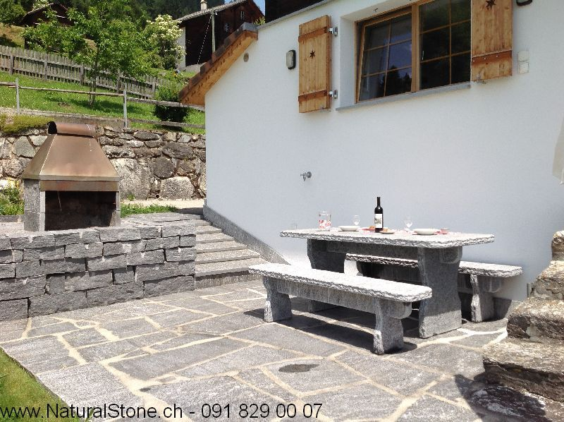 Tisch-Bernardino-mit-Bodenplatten