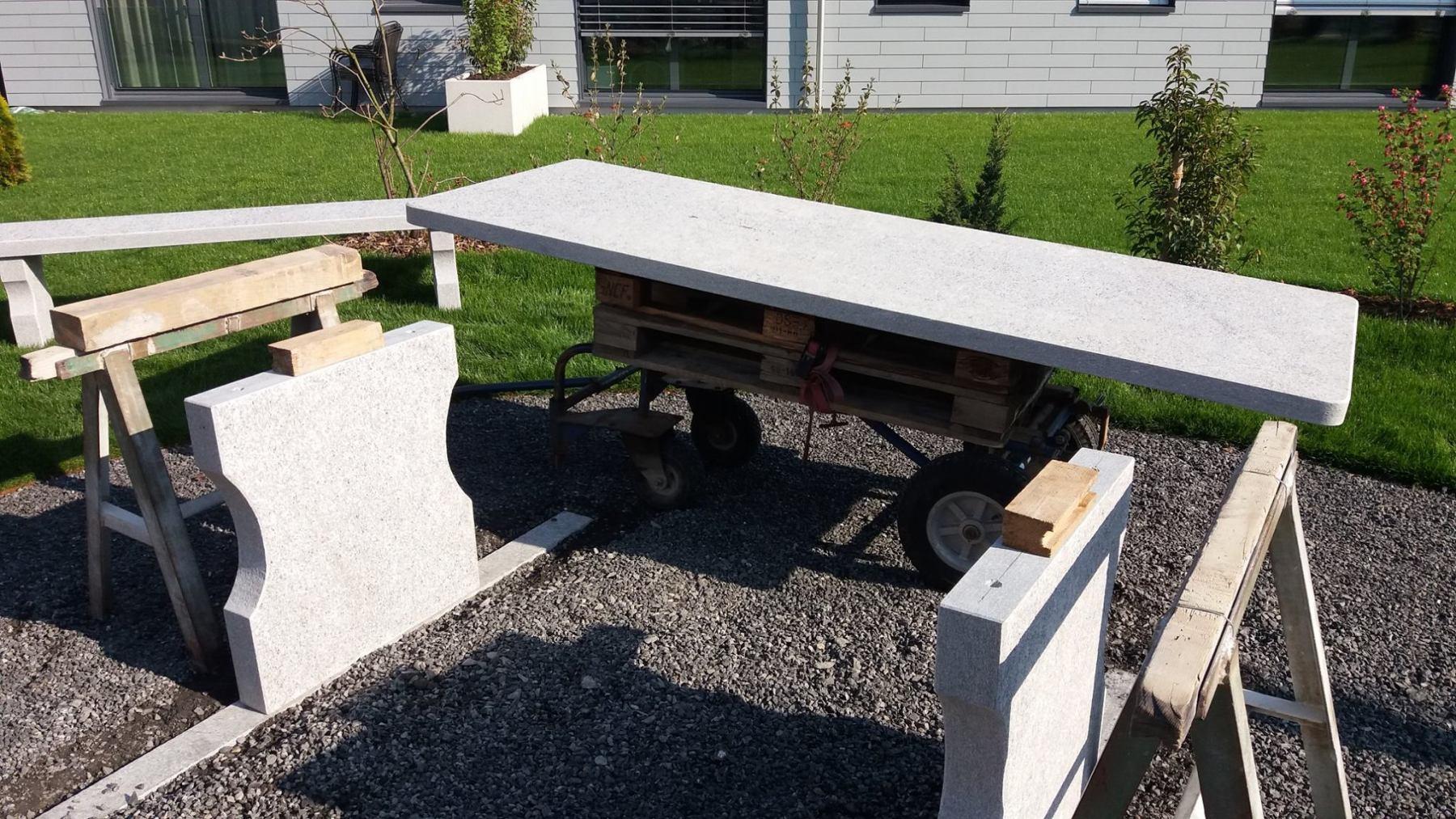Tischplatte-auf-Tischfuss-vorbereiten