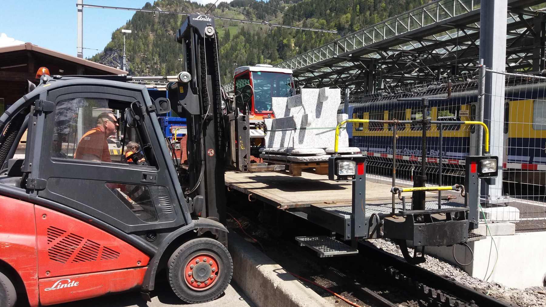 Verlad-nach-Autofrei-Zermatt-mit-der-Bahn