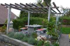 Classico-Gartentisch-Magga-Gneis-dunkel-Pergola2.1wz-800kb