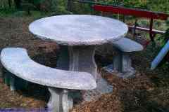 Granittisch-Gottardo-rund-Gartentisch-aus-Iragna-Gneis