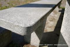 """Detail Bankplatte Tisch """"Moderno"""" - Oberfläche gesägt, Kanten gefast, Ecken leicht gerundet"""